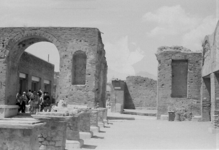 32 Pompeii