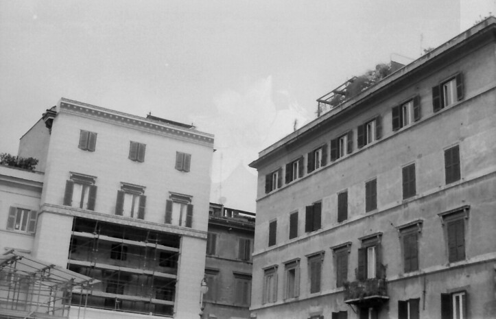 30 Rome Piazza  Farnesina